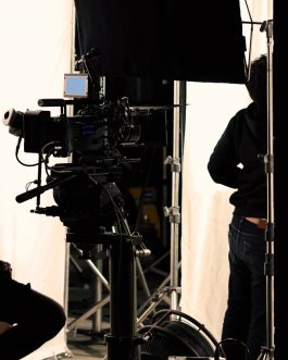 Jak efektywnie i skutecznie pracować z kamerą, czyli jak pracować zdalnie prowadząc zajęcia, szkolenia, spotkania oraz inne formy pracy zdalnej?